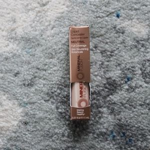 NWT- Mineral Fusion Concealer